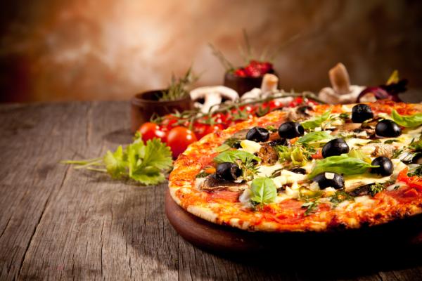 77. Pizza Vesuvio